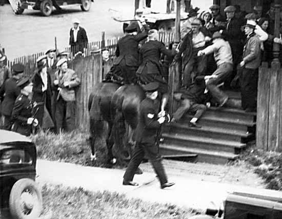 powell-st-riot-4a61344