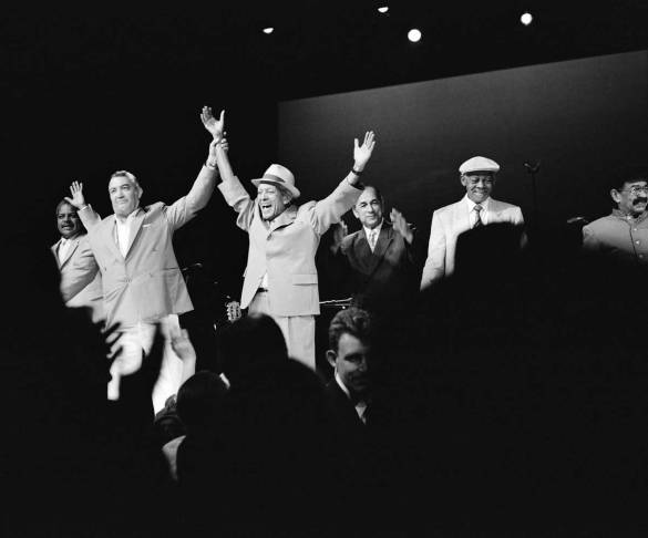 Buena-Vista-Social-Club®-©-Donata-Wenders-1998-onstage-at-Carnegie-Hall1
